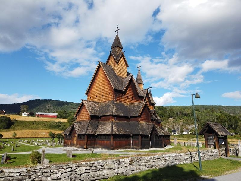 Heddal stavkirke og bygdetun